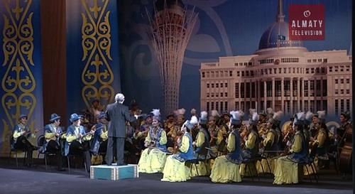 В Медеуском и Ауэзовском районах Алматы более 50 человек наградили к Дню независимости