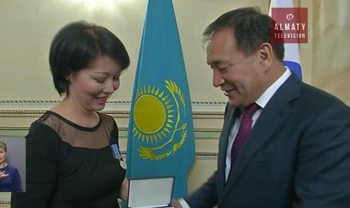 Сотрудники телеканала «Алматы» получили награды в честь Дня независимости