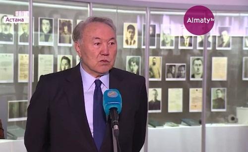 Нурсултан Назарбаев возложил цветы к памятной доске музейного комплекса «АЛЖИР»