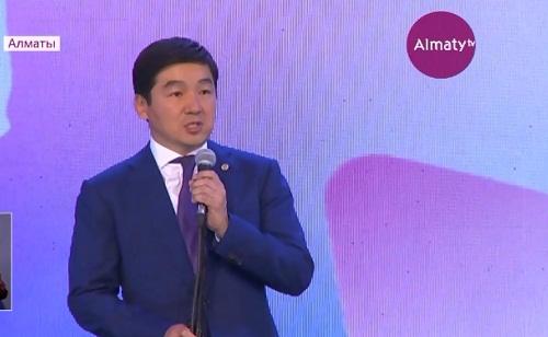 Выпускной бал прошел в Алматы для отличников учебы