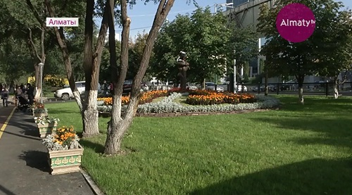 В Алматы на 47 участках реконструируют тротуары