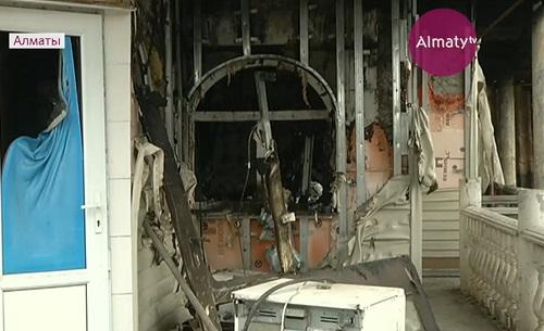 В элитном районе Алматы соседи второй месяц выясняют отношения из-за пожара