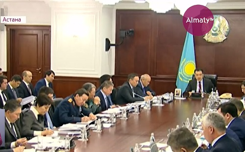 Бакытжан Сагинтаев предупредил об ответственности за открытие МФЦ в Астане