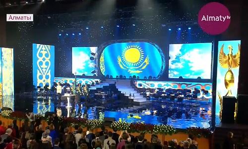 Аким Алматы вручил награды за вклад в развитие страны