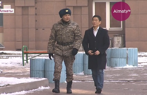 В Алматы десантник обезвредил вооруженного хулигана