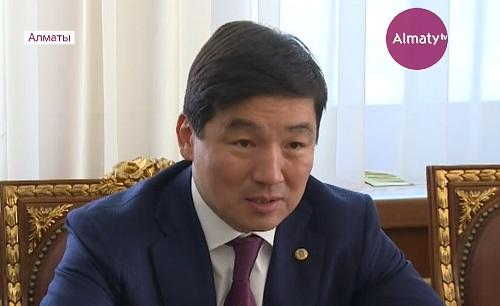 Бауыржан Байбек поздравил Ораза Серикбай с избранием Верховным муфтием Казахстана