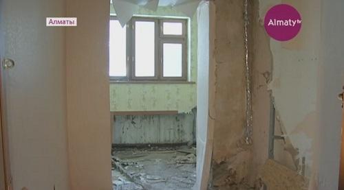 Алматының қақ ортасында орналасқан баспана апатты жағдайда тұр