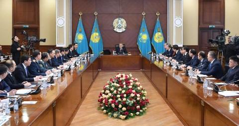Нурсултан Назарбаев на расширенном заседании кабмина раскритиковал работу министров