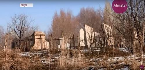 Человеческие останки у берега: в ЮКО размыло мусульманское кладбище