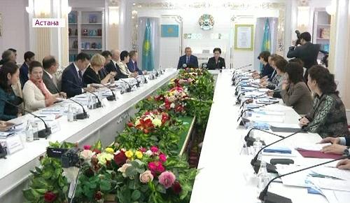 В Казахстане дефицит женщин-политиков