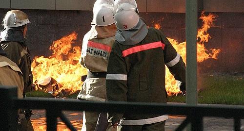 Жителей многоэтажки эвакуировали из-за пожара в Караганде