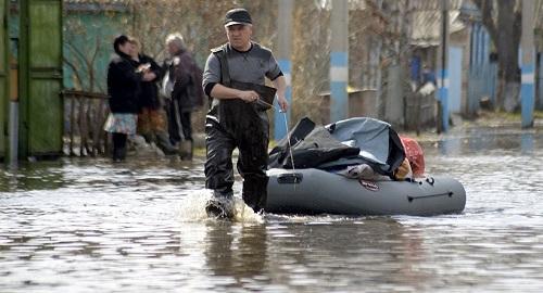 Опасный уровень воды: паводки угрожают Северному Казахстану