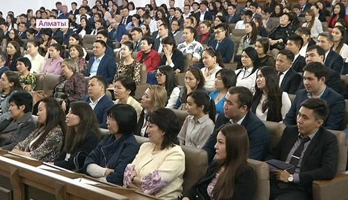 Стипендия и стажировка за рубежом: Академия госслужбы объявила прием желающих повысить квалификацию
