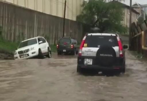 Капризы погоды: в Алматы из-за дождей подтопило несколько улиц