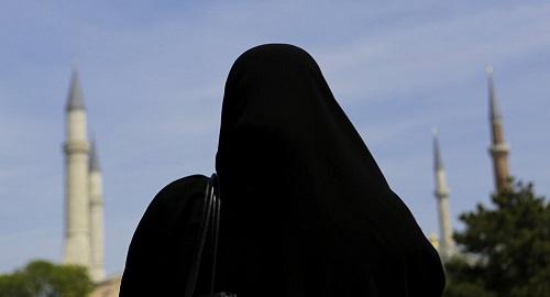 """Мажилис оставил норму о запрете """"деструктивной одежды"""" в законопроекте о религиях"""