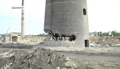 В Шымкенте снесут гигантскую трубу свинцового завода