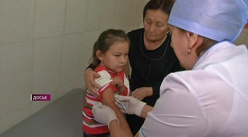 Более 10 000 казахстанцев отказались от вакцинации