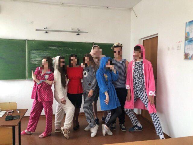 Костанайские выпускники пришли в школу в пижамах