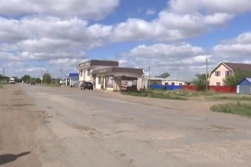 В ЗКО люди сами стали ремонтировать дороги