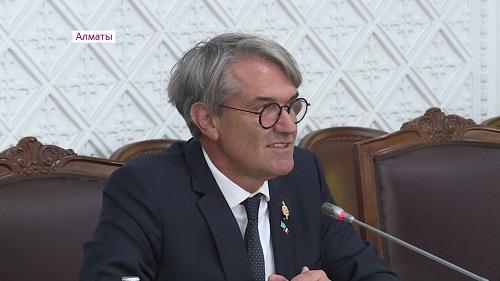 Бауыржан Байбек встретился с депутатом Национальной Ассамблеи Франции Пьером Кабаре