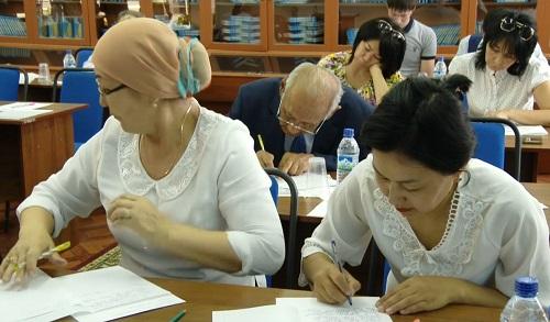 Четыре тысячи туркестанцев написали диктант по казахскому языку латиницей
