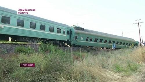 Основную версию схода поезда в Жамбылской области озвучил министр Женис Касымбек