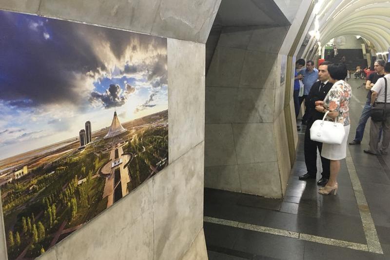 Фотографии Астаны появились в метро Еревана