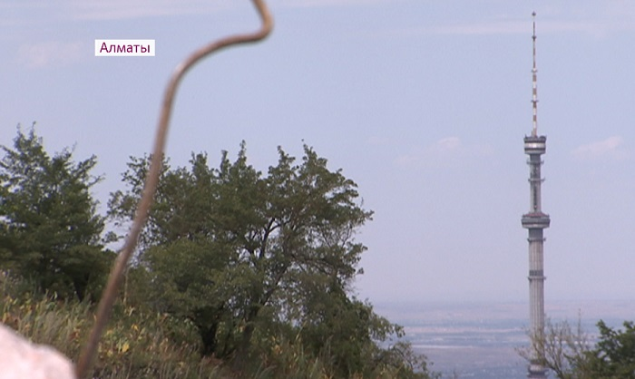 В горах Алматы обнаружили свалку из строительных отходов
