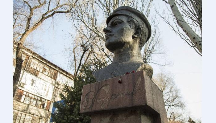 С проспекта Назарбаева перенесут бюст Фурманова
