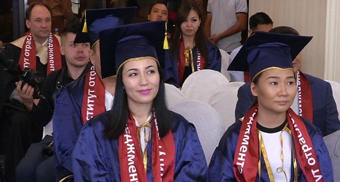Казахстанцы получили дипломы престижного российского вуза