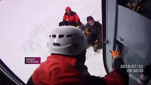 Состояние вызволенных с ледника Скрябина туристов - удовлетворительное