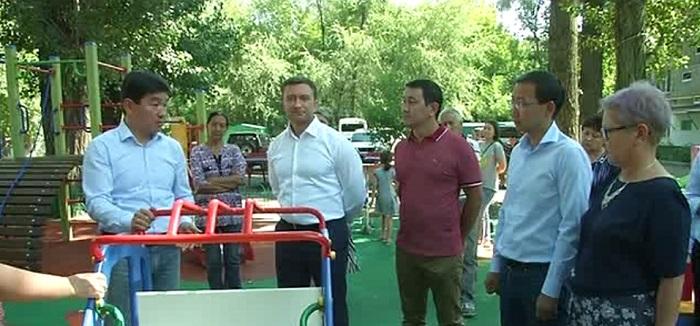 Больше половины дворов отремонтировали в старейшем районе Алматы