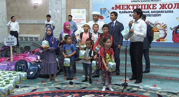 Курбан айт: тысячи детей в Алматы получили подарки к празднику