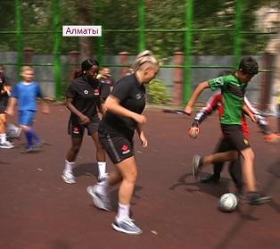 Участники ЧМ по футзалу провели мастер-классы для воспитанников алматинского детдома