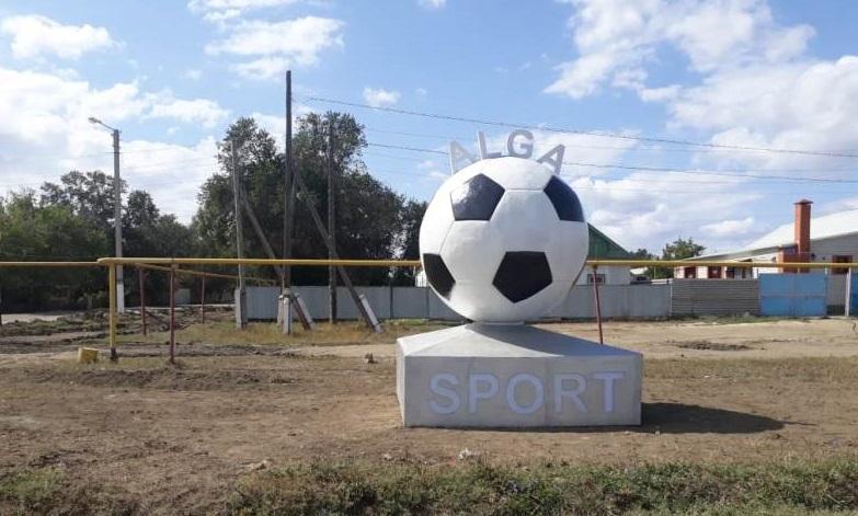 Трехметровый памятник футбольному мячу появился в Актюбинской области