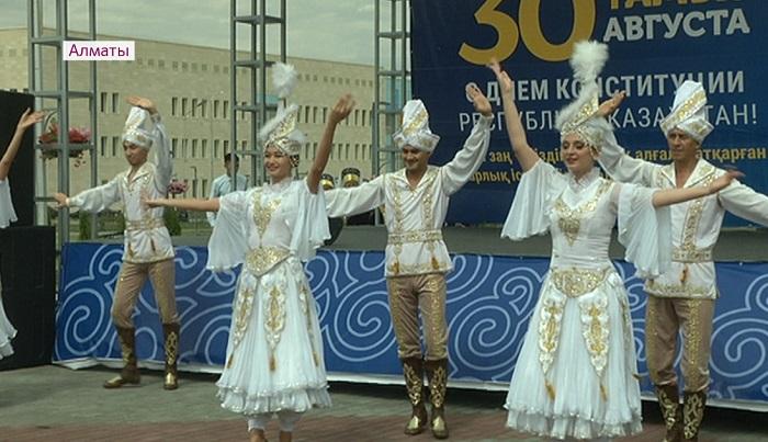 Юбилей района и День Конституции отметили в Алматы