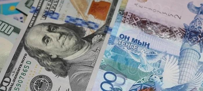Доллар в обменниках Казахстана взлетел до 373 тенге