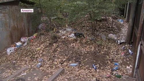 Алматинские КСК оштрафовали за неубранный мусор