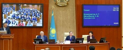 Казахстанских депутатов возмутили очереди на границе с Кыргызстаном