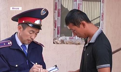 Массовый поквартирный обход совершают полицейские Астаны