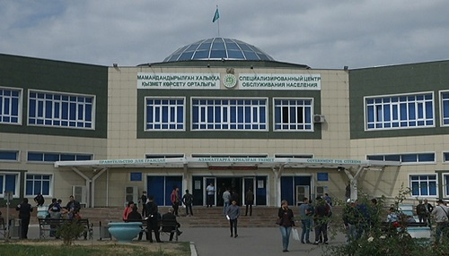 Сотрудники спецЦОНа Алматы закрывают двери для «помогаек»