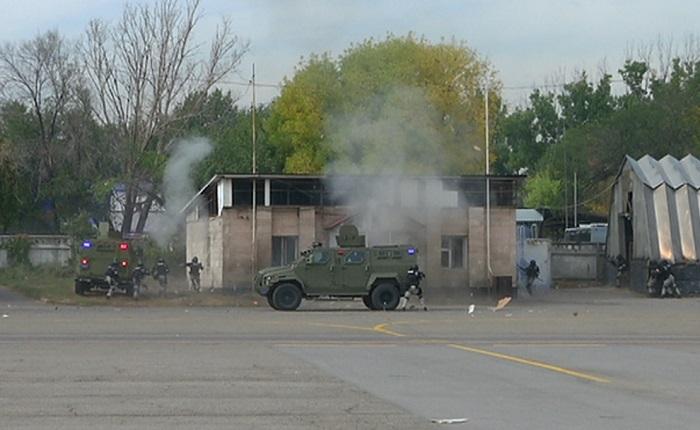 Антитеррористические учения провели в аэропорту Алматы