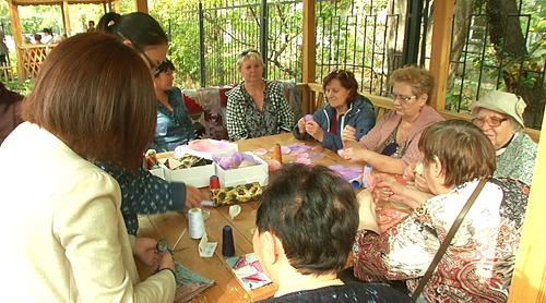 Бесплатный маникюр и зумба: день пожилых людей необычно отметили в Алматы