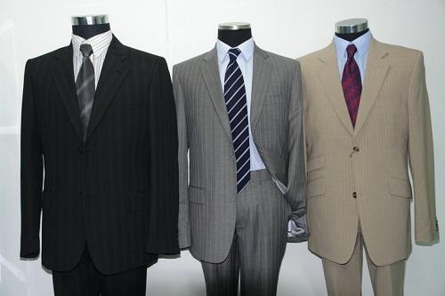 Нурсултан Назарбаев отчитал госслужащих за импортную одежду