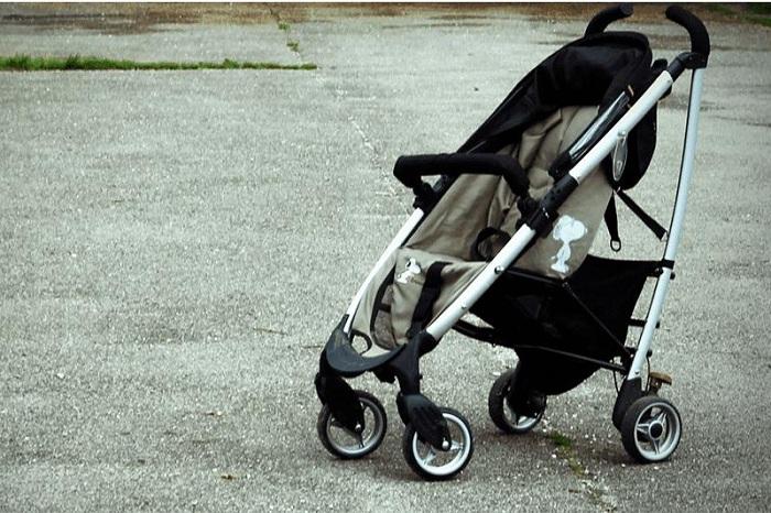 Девушка похищала детские коляски в поликлиниках Астаны