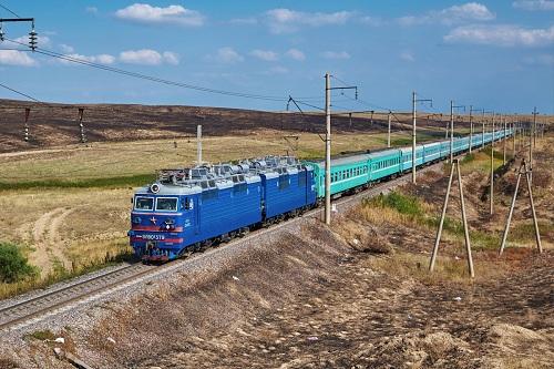 Скоростной поезд свяжет Туркестан и Алматы