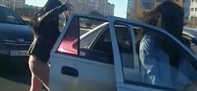 Водителя оштрафовали за танцевальный челлендж на дороге в Актау (видео)