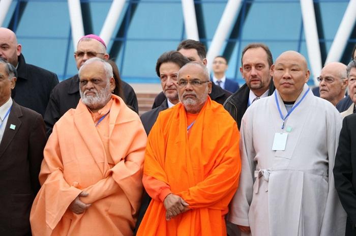 Молебен за мир на Земле одновременно провели в Астане представители разных религий