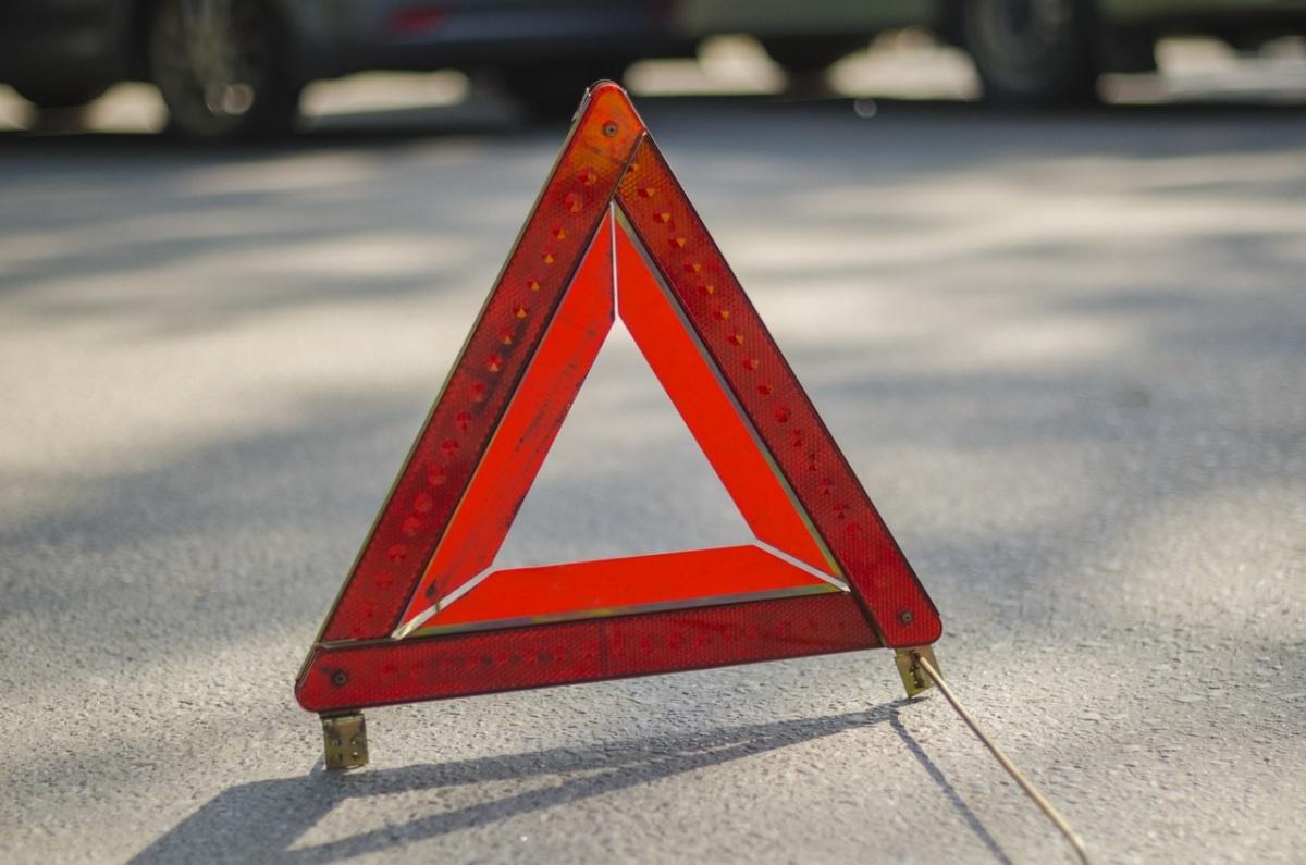 Водитель въехал в здание акимата в ВКО и скрылся с места ДТП