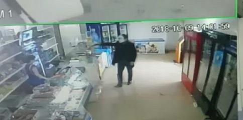 Пытавшегося ограбить магазин в ЗКО человека с пистолетом полиция отпустила